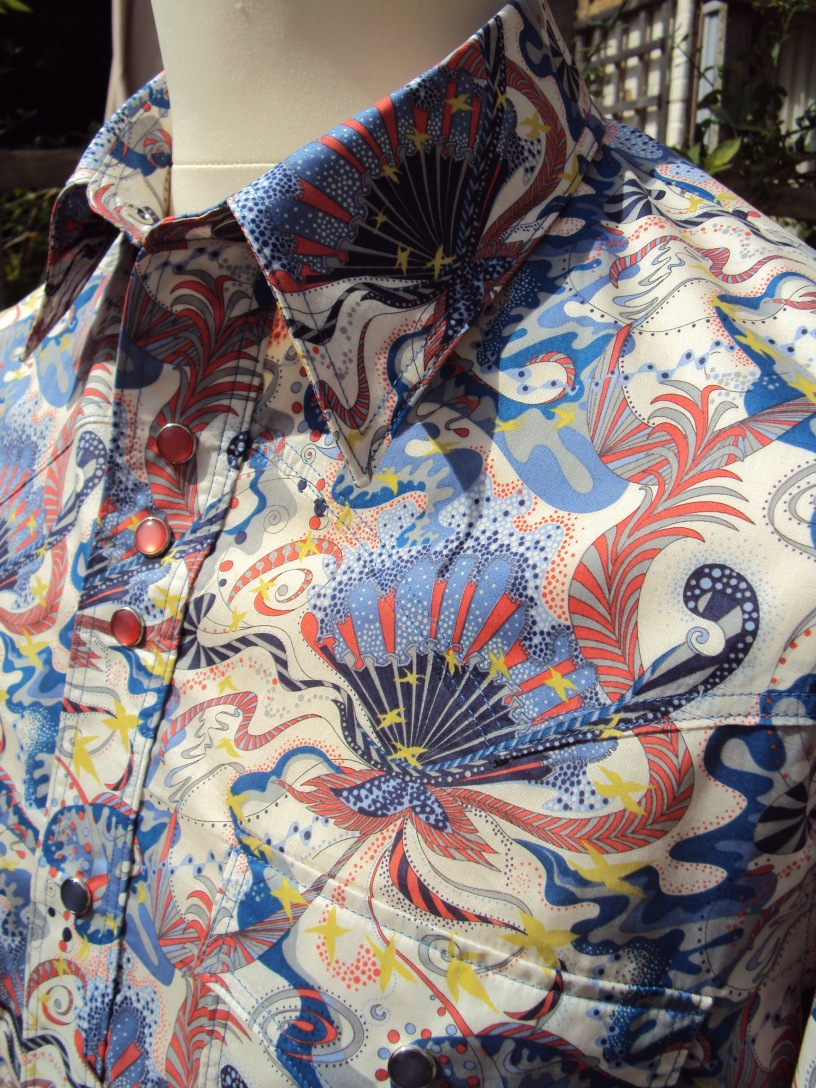 Jim Lauderdale's 2013 AMA Awards Show shirt in Liberty 'Wendy Woo'https://dandyandrose.com/2013/10/30/809/