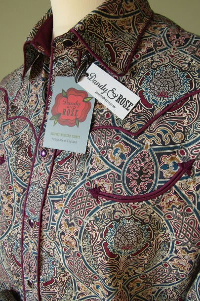 Jim Lauderdale's shirt in Liberty London's Tudor-themed print https://dandyandrose.com/2017/01/21/celtic-or-knot/